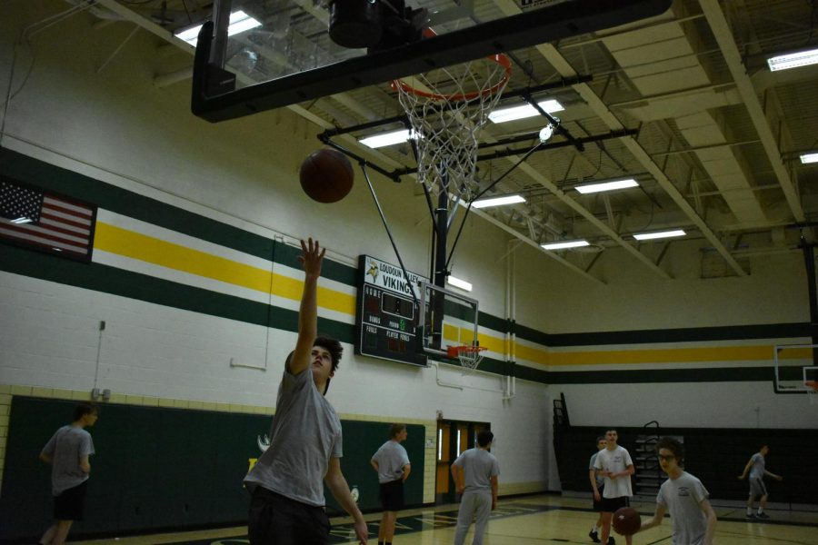 Loudoun Valley High School student plays basketball during Physical Education