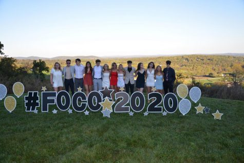 Juniors and sophomores commemorate with each other by taking pictures for FoCo. Photo submitted by Lexi Ashton.